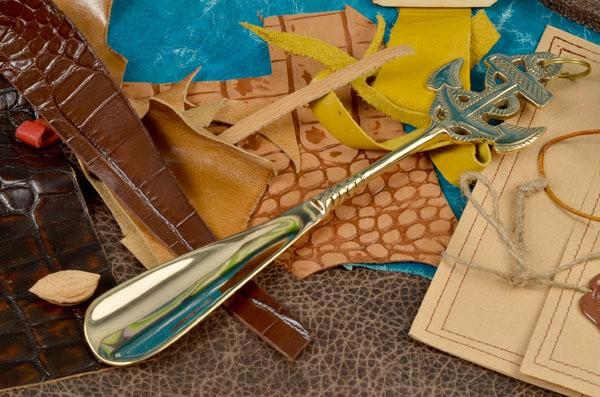 Золотой металлический рожок для обуви Socotra Якорь