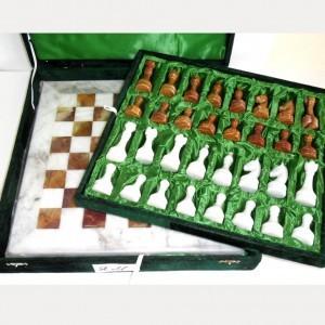 Каменные шахматы из яшмы и мрамора