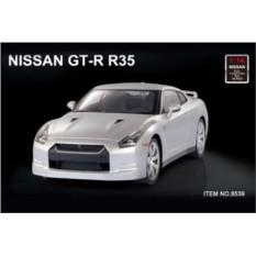 Белая радиоуправляемая машина Nissan GTR R35