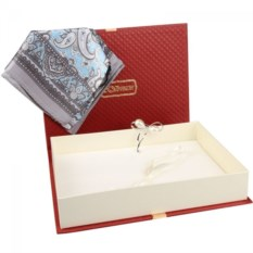 Подарочный набор: платок и брошь