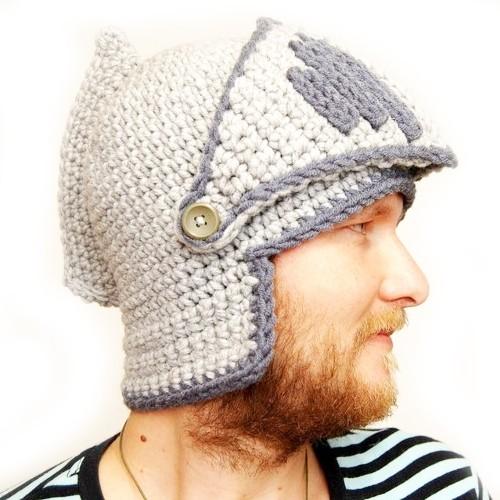 Шапка вязанная Шлем