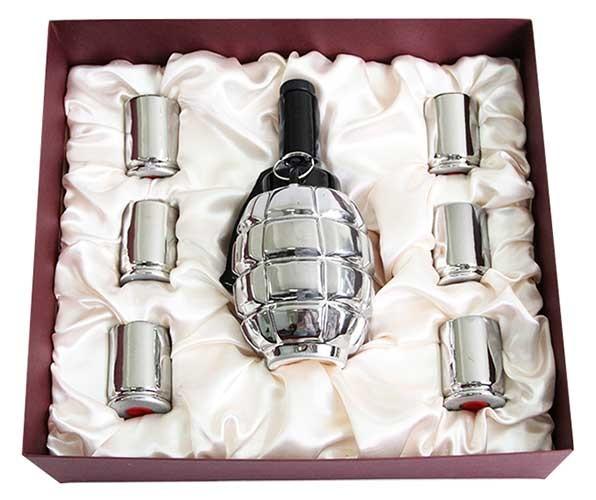 Штоф со стопками в подарочной коробке Лимонка