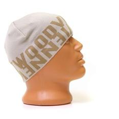 Светлая шапка с надписями Вивьен Вествуд