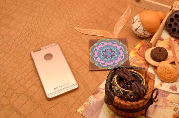 Пластиковый чехол TOTU для iPhone 6 Plus золотой