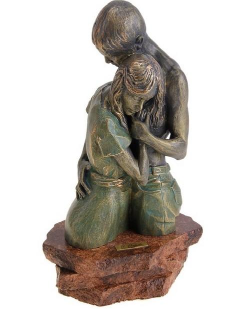 Скульптура Объятия
