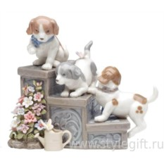 Музыкальная фигурка Три щенка на садовой лестнице