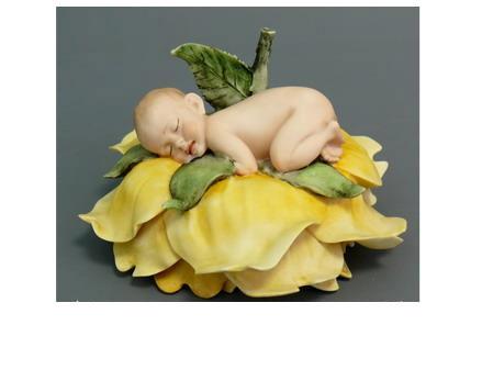 Фарфоровая фигурка «Спящий младенец»