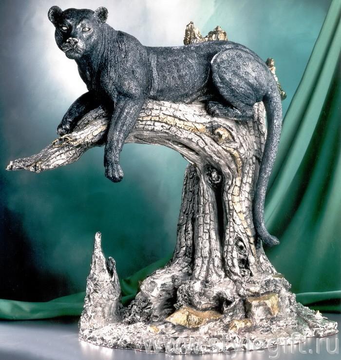 Скульптура Леопард на дереве