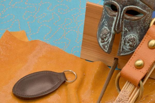 Коричневый брелок для ключей Amelie из натуральной кожи