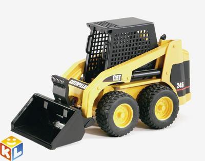 Колёсный мини погрузчик Bruder Cat с ковшом