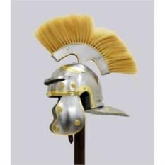 Шлем центуриона со светлым плюмажем