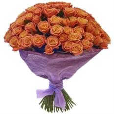 Букет из 101 оранжевой розы высотой 50 см в крафте