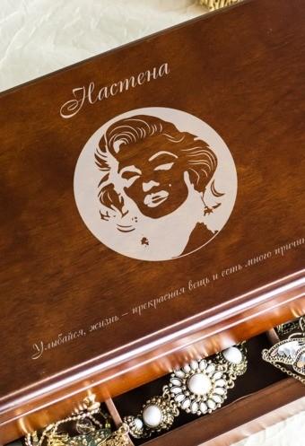 Шкатулка для ювелирных украшений «Ларец» с текстом Монро