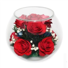Композиция из живых красных роз в стекле