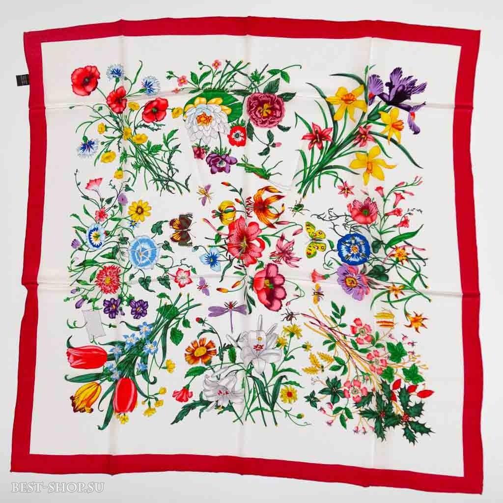 Платок с цветами на белом фоне