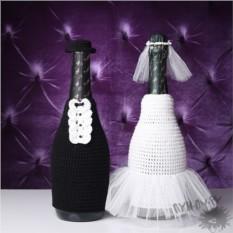 Вязанные костюмы на бутылки Жених и невеста