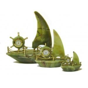 Часы из оникса Яхта