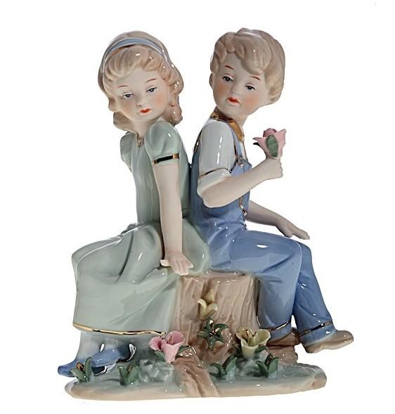 Статуэтка Мальчик с девочкой