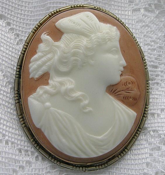 Антикварная брошь-камея Женевьева (конец XIX века)