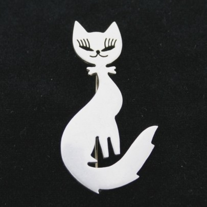 Серебряная брошь «Кошка-кокетка»