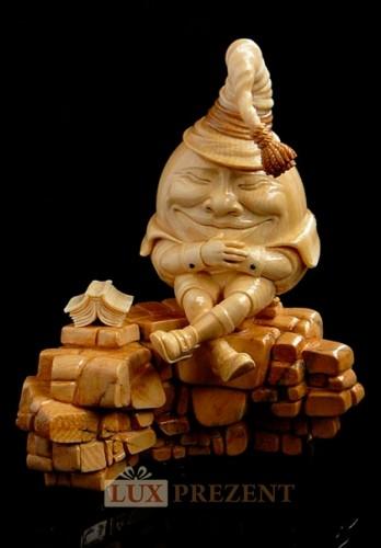 Скульптура Шалтай-болтай