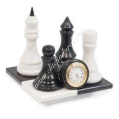 Часы из мрамора и змеевика Шах и мат