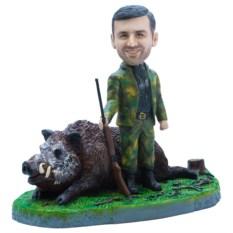 Статуэтка охотника по фото «Крутой трофей с кабаном»