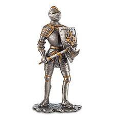 Статуэтка Воин с секирой