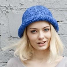Синяя летняя шляпа из рафии