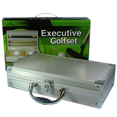 Мини-гольф в металлическом кейсе