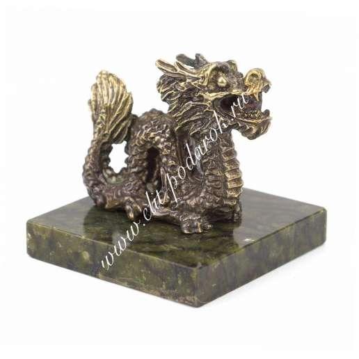 Бронзовая статуэтка на подставке из змеевика Дракон