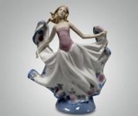 Фарфоровая статуэтка ''Девушка''