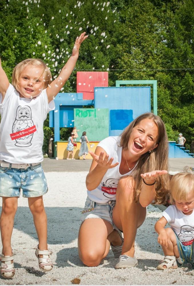 Комплект белых футболок Matreshka для мамы и ребенка