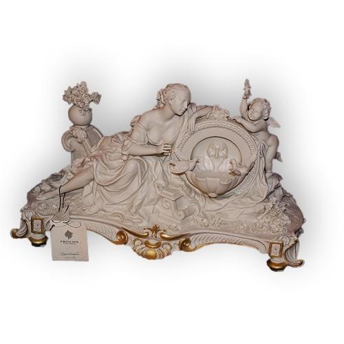 Статуэтка из фарфора Дама с ангелом у фонтана