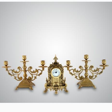 Часы с двумя подсвечниками