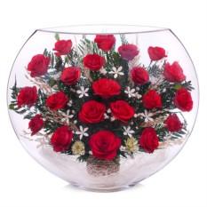 Композиция из красных роз в стекле