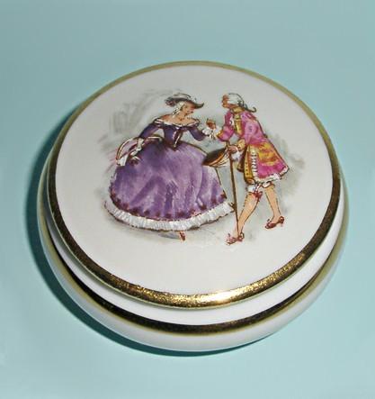 Антикварная мини-шкатулка Limoges Анжелика и король