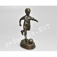 Бронзовая статуэтка «Мальчик-футболист»