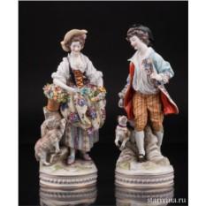 Статуэтки Пасторальная пара с овечкой и собачкой