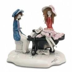 Коллекционная фарфоровая статуэтка Пианист играет для дамы