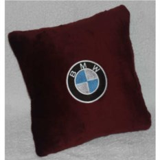 Бордовая подушка BMW