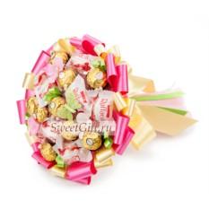 Букет из конфет Клубничный зефир