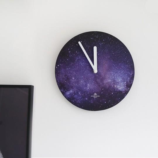 Настенные часы Universe