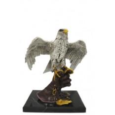 Скульптура Орёл на перчатке