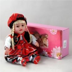 Декоративная виниловая кукла в красном берете