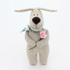 Игрушка ручной работы Собака с цветком