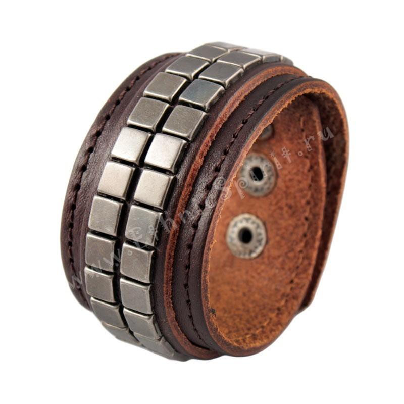 Коричневый кожаный браслет с металлической мозаикой