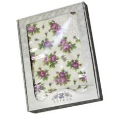 Скатерть с кружевом Фиолетовые розы на белом фоне