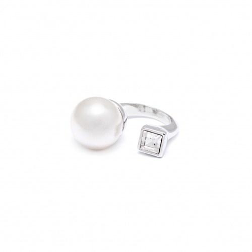 Кольцо с искусственной жемчужиной и кристаллом