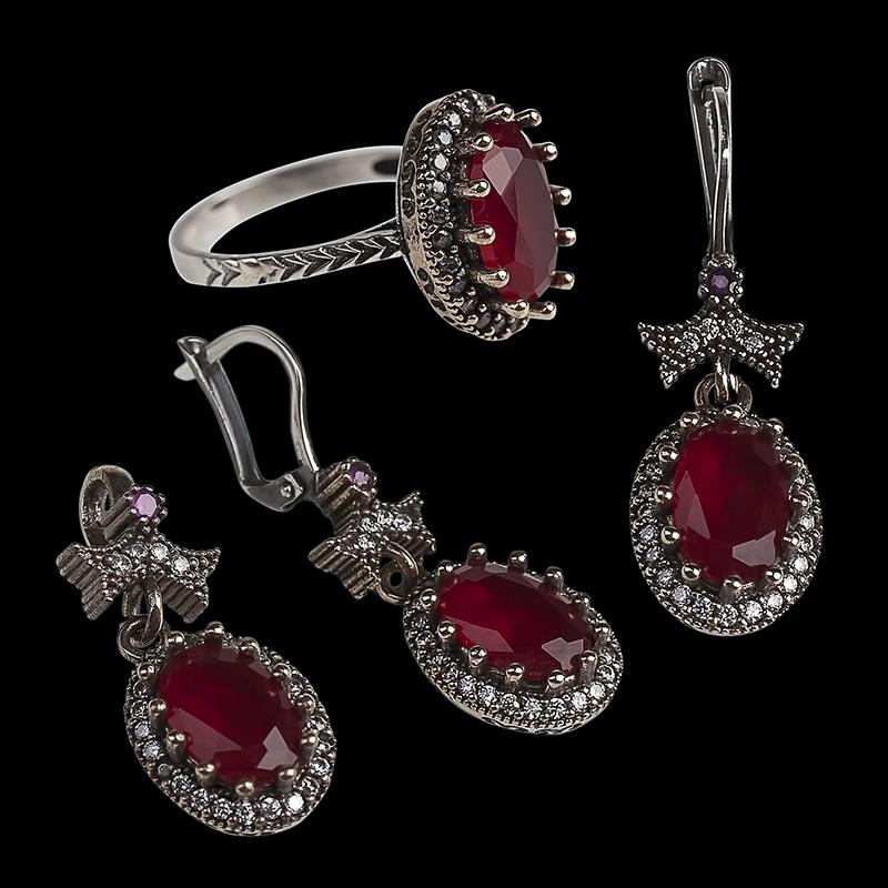Ювелирный комплект с цирконами и рубинами